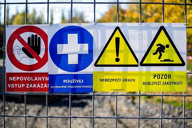 Cedule, značka, varování, zákaz, pozor, nebezpečí, úraz