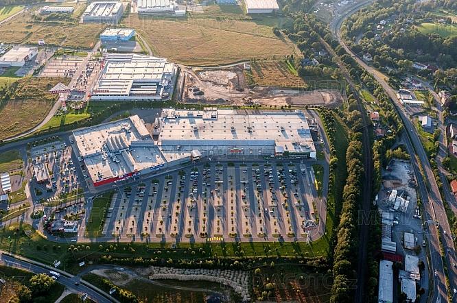 Nákupní centrum Géčko, parkoviště, letecky