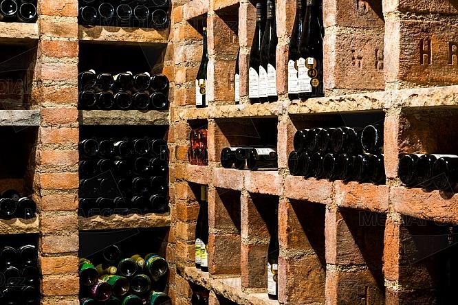 Valtické podzemí, sklep, vinařství, víno, lahev