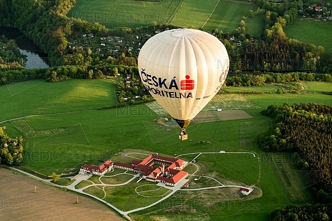 Trapistický klášter, Poličany, Horkovzdušný balon