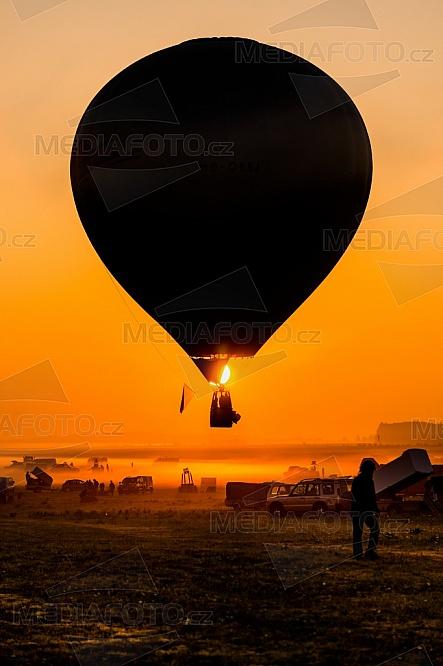 Lorraine Mondial Air Balloon, horkovzdušný balón, západ slunce