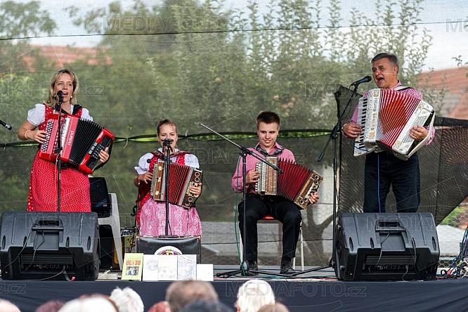 Harmonika Duo - Renáta a Josef Pospíšilovi
