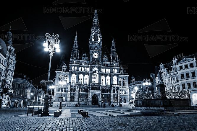 Radnice, Liberec, náměstí Dr. E. Beneše, noc