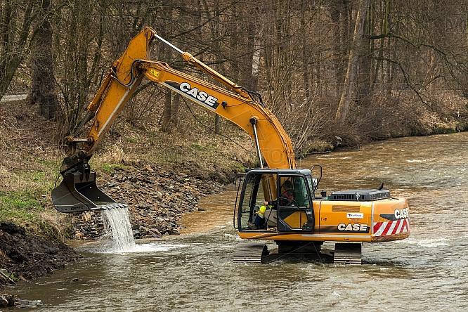 bagr, řeka, Nisa, čištění, prohlubování