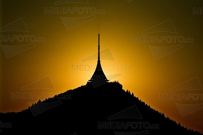 Západ slunce za Ještědem