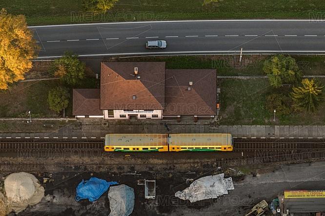 Železnice, stanice, zastávka, Karlovice-Sedmihorky