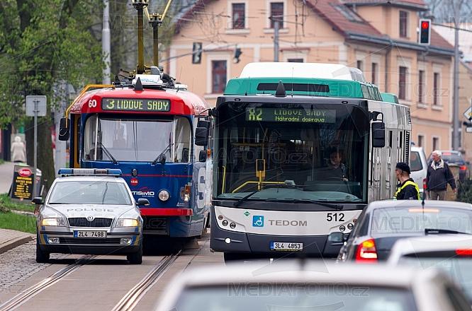 Náhradní doprava, autobus, MHD, tramvaj, nehoda