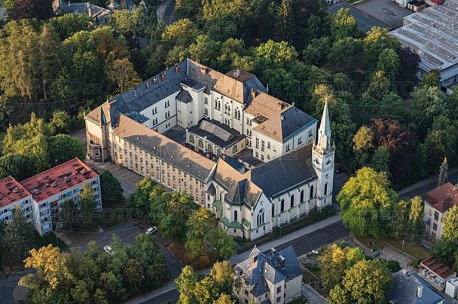 Kostel Božského srdce Páně, Klášter voršilek, poliklinika, Liberec