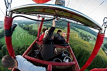 Horkovzdušný balon, koš, pasažér, krajina