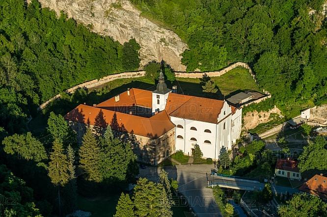 Klášter benediktinů Svatý Jan pod Skalou