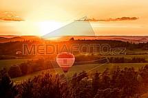 Střední čechy, horkovzdušný balon, les