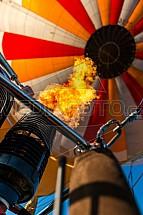 Horkovzdušný balon, hořák, plamen