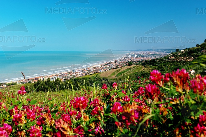 Silvi, Abruzzo, krajina, jaro, květy