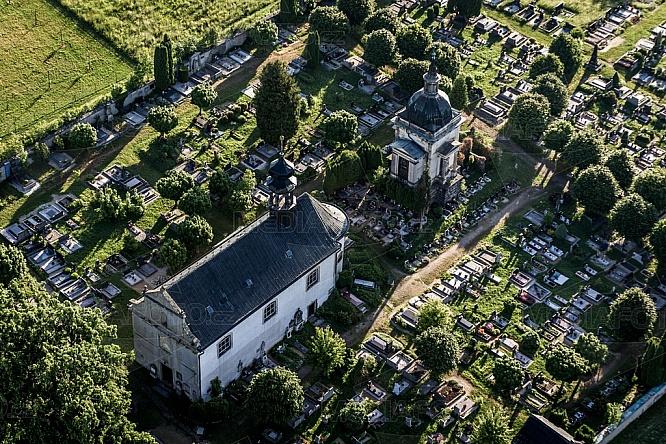 Kostel Nejsvětější Trojice, Český Dub, letecky, hřbitov
