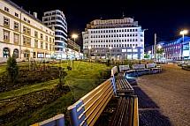 Paláce Baťa a Dunaj, Liberec, Soukenné náměstí, lavička