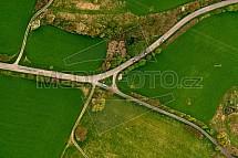 Křižovatka, silnice, pole