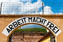 Arbeit macht frei, Terezín, Malá pevnost