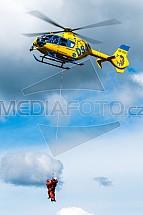 Cvičení IZS, záchranář, vrtulník, EC135
