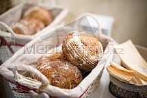 Chléb, pečivo, ošatka