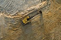 Bagr v pískovém lomu pod Troskami