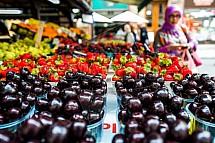 Havelský trh, ovoce, višně, jahody