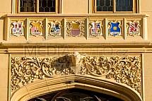 Zámek Lednice, detail, fasáda, erb