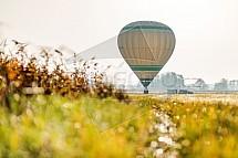 Horkovzdušný balón, pole, louka