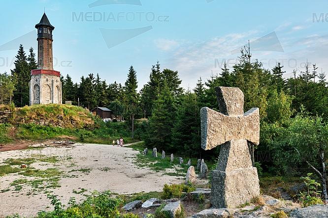 Rozhledna Štěpánka, maltézský kříž