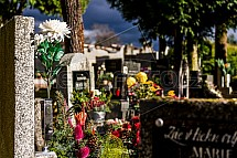 Dušičky, Památka zesnulých, Svátek všech svatých, hřbitov