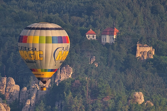 Hrad Valdštejn, horkovzdušný balón