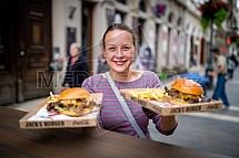 Hamburger, restaurace, občerstvení, servírka, obsluha