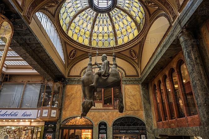 Kůň, Palác Lucerna
