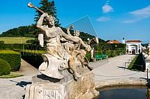 Český Krumlov, zahrada, socha, fontána.