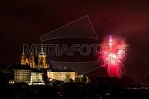 Novoroční ohňostroj, hrad, Praha