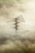 Stožár, sloup, vysoké napětí, vedení, mlha