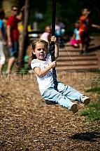 Dítě, lanovka, hřiště