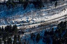 Vlak, koleje, les, zima