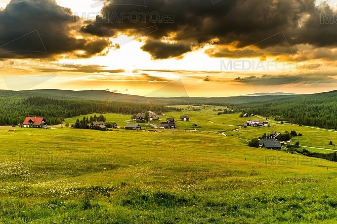 Chatová osada Jizerka, Jizerské hory, louka
