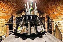 Víno, lahev, Valtické podzemí, sklep, vinařství