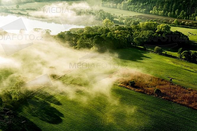Chotilsko, ráno, mlha, les, pole