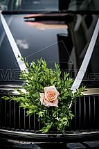 Kytice, automobil, svatba