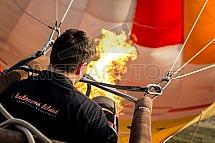 Horkovzdušný balon, hořák, oheň