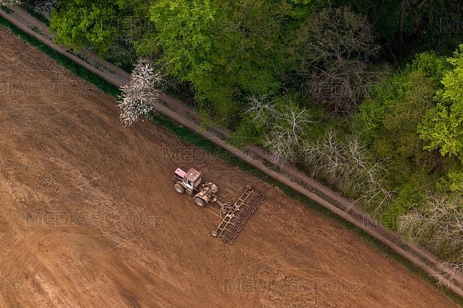 Traktor, zemědělství, orání, orba