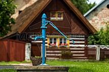 Pumpa, roubenka, vesnice