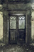 Dveře, vrata, zeď