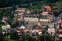 Rovensko pod Troskami, náměstí