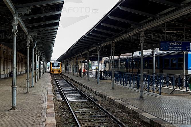Nádraží, železnice, nástupiště, doprava, vlak