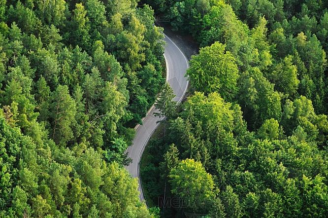 Silnice, les, letecky
