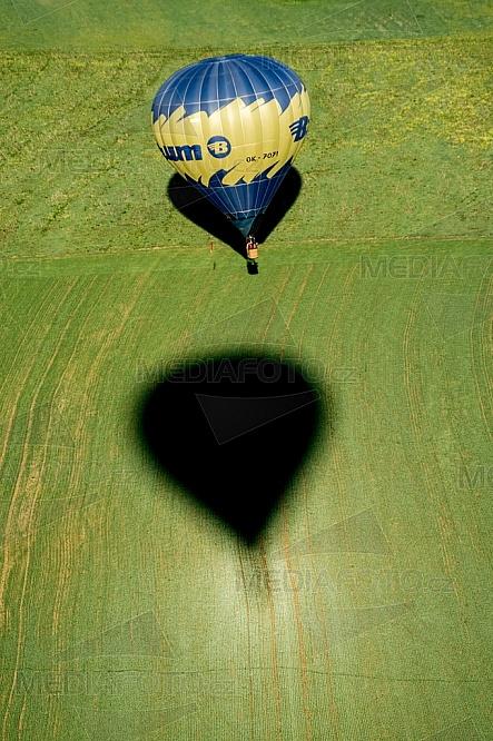 Horkovzdušný balon, pole, jaro