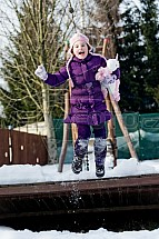 Dítě, sníh, zábava, skok